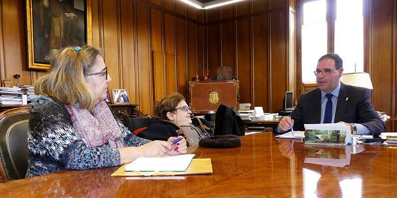 Prieto felicita a ADIFICU por sus 20 años de vida y le anima a seguir trabajando con el colectivo de discapacitados