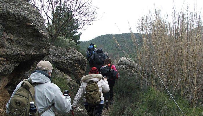 Unos 30 senderistas participaron en Santa Cruz de Moya en la primera cita del Campus de la Diputación