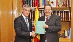 Caja Rural Castilla-La Mancha entrega su Memoria Anual al presidente de las Cortes regionales