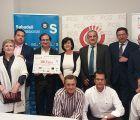 FCG hace entrega de un cheque de 300 euros a la Fundación Nipace dentro de su campaña Reyes Millonarios 2017