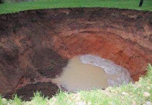 La tierra se hunde y deja en el Valle de Altomira una sima de más de 9 metros de profundidad