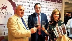 Prieto ve en nuestros vinos unos grandes embajadores para reivindicar el potencial agroalimentario de Cuenca
