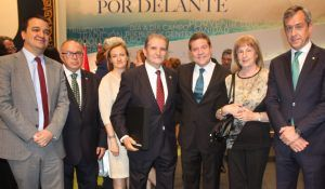 Eurocaja Rural asiste al Día de CLM y felicita al Grupo 'Oleotoledo' por su Placa al Mérito Regional