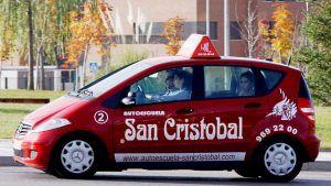 Los alumnos de las autoescuelas asociadas a CNAE podrán financiarse el permiso de conducir hasta en doce mensualidades