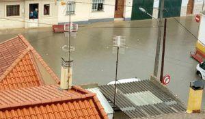 Un tromba de agua inunda viviendas y garajes en Tarancón