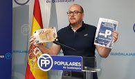 """Castillo: """"Page no puede hablar de sanidad universal y cobrar 50 euros al mes por aparcar en el Hospital de Guadalajara"""
