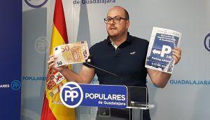"""Castillo """"Page no puede hablar de sanidad universal y cobrar 50 euros al mes por aparcar en el Hospital de Guadalajara"""