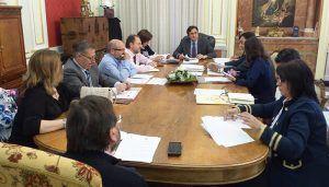 El Ayuntamiento de Cuenca aprueba incluir el sistema de ordenación del tráfico en el Casco Antiguo en el contrato de la ORA