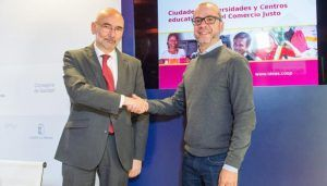 El Gobierno de Castilla-La Mancha y la cooperativa IDEAS firman un acuerdo para sensibilizar a la ciudadanía y promover el consumo responsable en la región