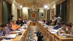 El Pleno del Ayuntamiento de Cuenca acepta la donación de las obras del artista Gustavo Torner