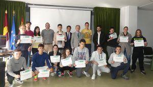 """Los alumnos del """"Hervás y Panduro"""" reciben diplomas por la participación en """"Un día en la empresa"""""""