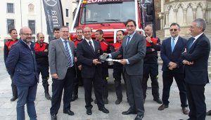 Mariscal presenta el camión de bomberos que dará respuesta a incendios, inundaciones y nevadas