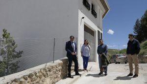 Mariscal visita dos muros reparados por el Ayuntamiento en el barrio de Tiradores