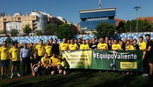 Políticos y periodistas castellano-manchegos se solidarizan con los defensores de derechos humanos en Rusia en un partido solidario organizado por AI