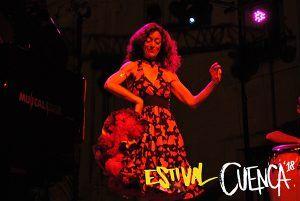 Carmen París pone al folklore por bandera en Estival Cuenca