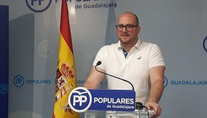 Castillo denuncia el acoso del PSOE a las clases medias con medidas como la subida del precio del billete de Cercanías