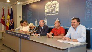 El presidente de la Diputación firma convenios de colaboración con cinco asociaciones de Guadalajara
