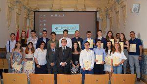 La UCLM y la Junta reconocen el trabajo de los alumnos con mejores resultados en la EvAU de junio