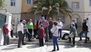 Mariscal conoce las propuestas de los vecinos sobre accesibilidad en la Plaza del Grupo Virgen de la Luz