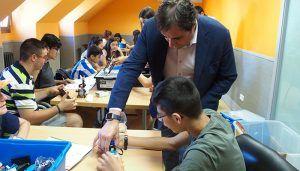 """Mariscal visita a los jóvenes que participan en la """"Escuela de Verano Joven"""" , un éxito de participación"""