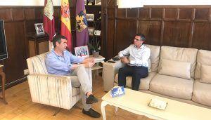Antonio Román, alcalde de Guadalajara, y Ángel Canales, subdelegado del Gobierno, se reúnen en el Ayuntamiento