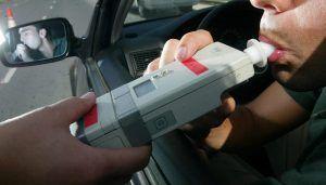 Detenido por conducir bebido por Guadalajara..., sin tener el carnet de conducir