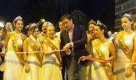 El desfile de carrozas de temática deportiva y el corte de la cinta inauguran oficialmente el Recinto Ferial de Cuenca