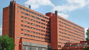 Guarinos pide a Page que 'preste atención a los problemas' y resuelva el 'atasco' en la planta de Oncología del Hospital
