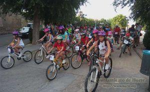 Medio centenar de bicicletas ruedan por Huete con motivo del Día de la Bici
