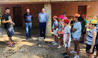 Prieto despide al último grupo de campamentos de verano de Fuente de Las Tablas y alaba el buen funcionamiento del albergue