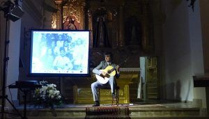 Rafael Serrallet hace sonar su guitarra en Torrejoncillo del Rey