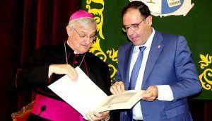 """El Nuncio Apostólico en Ecuador, Andrés Carrascosa, recibe """"con honor"""" el galardón Conquense Excelente 2018"""