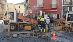 El Servicio de Obras instala las talanqueras y repara el pavimento de cara a las fiestas de San Mateo