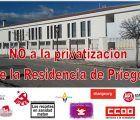 Entrega de firmas en contra de la privatización de la residencia de mayores de Priego y carta a la Consejera de Bienestar Social de la JCCM