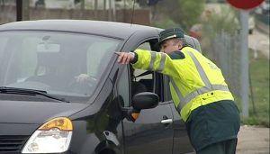 La DGT inicia una campaña especial de control de distracciones al volante