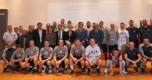 Mariscal muestra el apoyo del Ayuntamiento al Balonmano de Cuenca