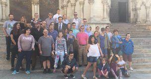 Multitudinario recibimiento de las asociaciones de personas con discapacidad intelectual de Cuenca a Javier Fesser por su película Campeones