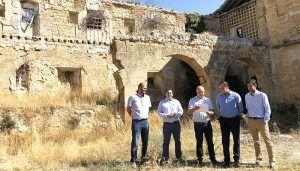 Prieto muestra su satisfacción por el inminente inicio de la rehabilitación del Convento de Santo Domingo de Huete