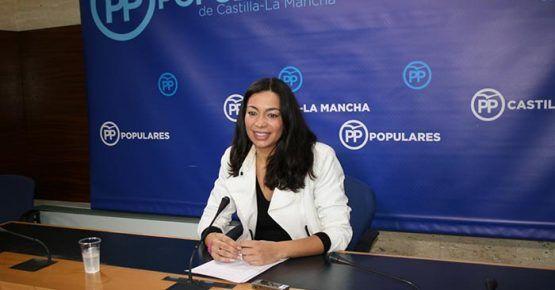 Alonso lamenta que, mientras Page está centrado en mantener su pacto con Podemos, no soluciona el caos sanitario que ha creado