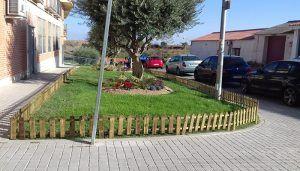 Comienzan las actuaciones de mejora en las zonas verdes de la plaza de Los Olmos en El Casar