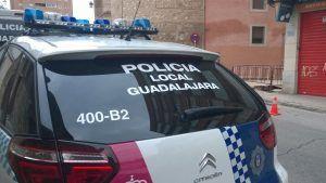 Denuncian a un conductor en Guadalajara por no llevar el cinturón y acaba detenido por conducir sin haberse sacada el carnet nunca