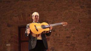 Dieci homenajea en Sigüenza la música para guitarra española e italiana con una 'Romanillos'