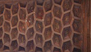 El  bello artesonado del Palacio de Antonio de Mendoza, detalle monumental de noviembre