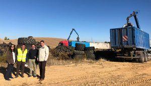 El Gobierno regional comienza a retirar el acopio de neumáticos de Cervera del Llano