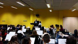 Esther Martínez visita a la Joven Orquesta de Cuenca en sus ensayos y felicita a sus integrantes por sus éxitos
