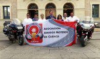 La Asociación Amigos Moteros de Cuenca agradece a Prieto su apoyo con la entrega de un Trofeo Solidario