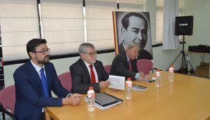 """La Biblioteca Pública """"Fermín Caballero"""" de Cuenca acoge una exposición dedicada a Roberto Llopis"""