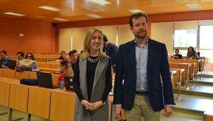 La directora general de Relaciones Institucionales anima a los universitarios a hacer oír su voz ante la Unión Europea