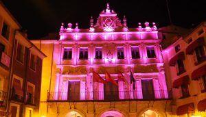 La fachada del Ayuntamiento de Cuenca se iluminará de rosa para celebrar el Día Internacional de la Niña
