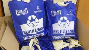 La patronal conquense distribuirá bolsas de tela entre sus asociados para reducir el uso de las de plástico